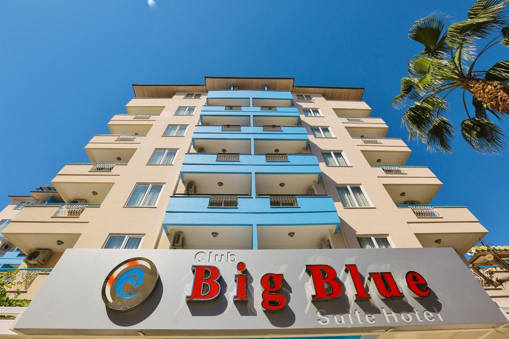 Club Big Blue Suit Hotel